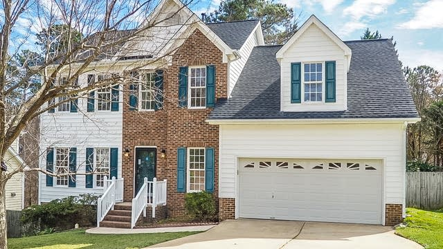 Photo 1 of 25 - 311 Kingswood Dr, Cary, NC 27513