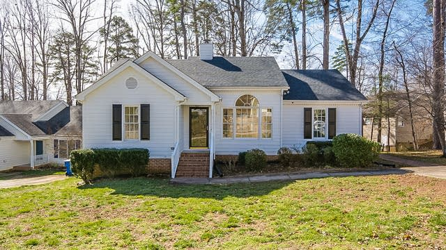 Photo 1 of 18 - 8013 Thomasville Ct, Raleigh, NC 27612