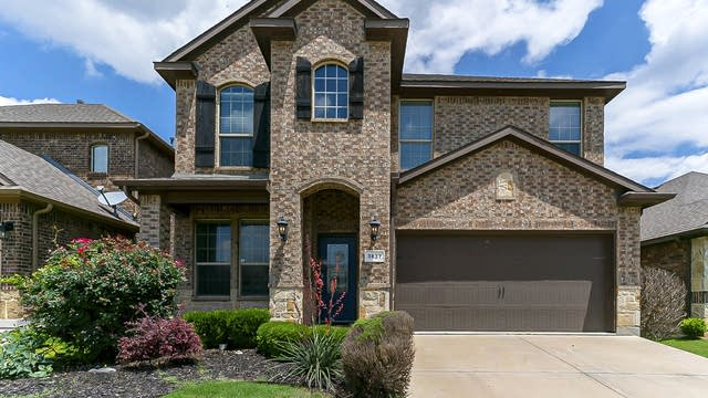 Photo 1 of 32 - 3837 Whisper Hollow Way, Fort Worth, TX 76137