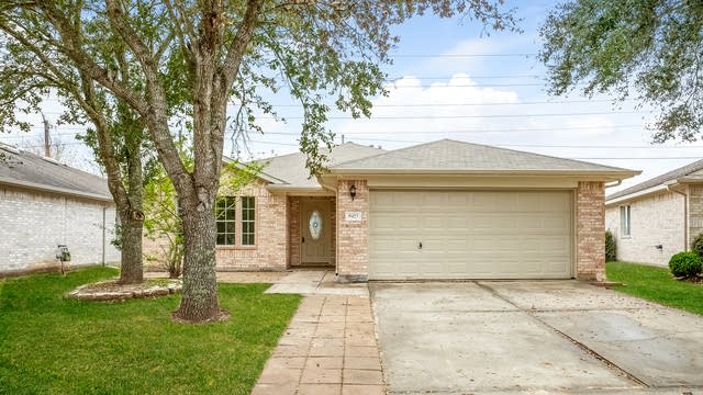 Photo 1 of 25 - 9423 Windy Spring Ln, Houston, TX 77089