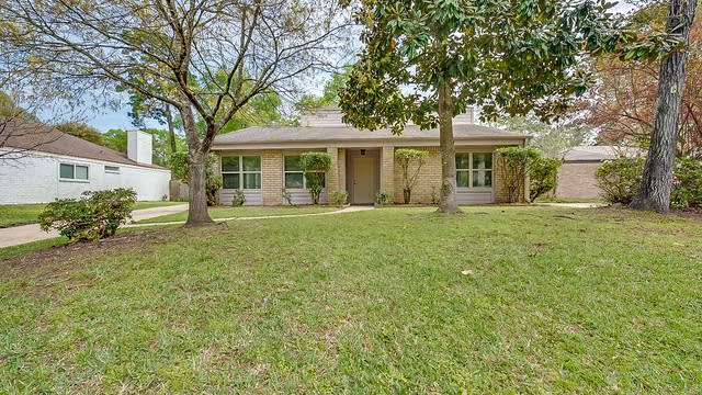 Photo 1 of 22 - 3922 Maple Heights Dr, Houston, TX 77339