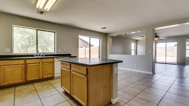 Photo 1 of 28 - 6621 S 31st Dr, Phoenix, AZ 85041