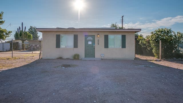 Photo 1 of 21 - 987 S Lawson Dr, Apache Junction, AZ 85120