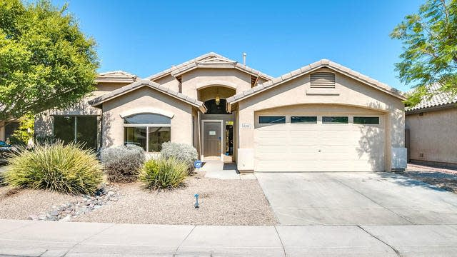 Photo 1 of 32 - 8205 S 45th Ln, Phoenix, AZ 85339