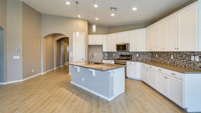 Photo 1 of 21 - 10416 E Sebring Ave, Mesa, AZ 85212