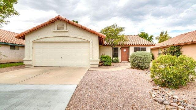 Photo 1 of 34 - 24 S Poplar Way, Chandler, AZ 85226