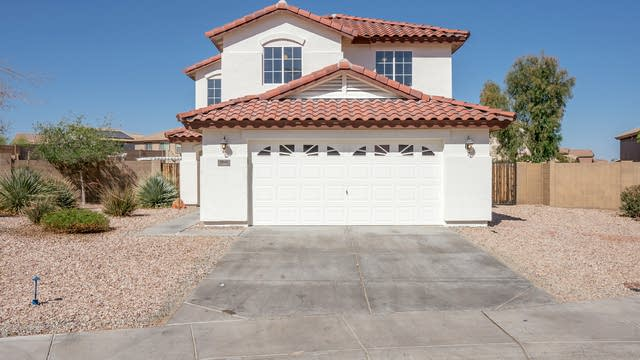 Photo 1 of 32 - 1041 S 223rd Dr, Buckeye, AZ 85326