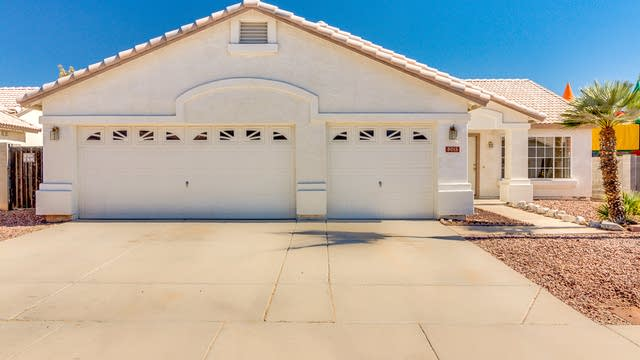 Photo 1 of 30 - 8015 W Citrus Way, Glendale, AZ 85303