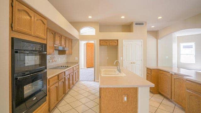 Photo 1 of 33 - 6526 W Robin Ln, Glendale, AZ 85310