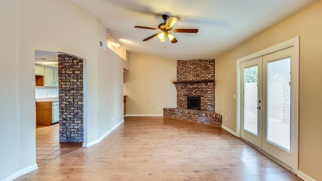 Photo 1 of 17 - 137 W Wagoner Rd, Phoenix, AZ 85023