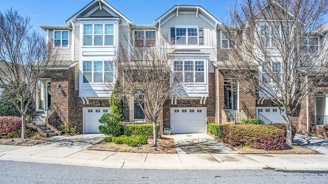 Photo 1 of 17 - 11172 Green Spring Dr, Huntersville, NC 28078