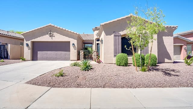 Photo 1 of 35 - 8208 S 18th Pl, Phoenix, AZ 85042