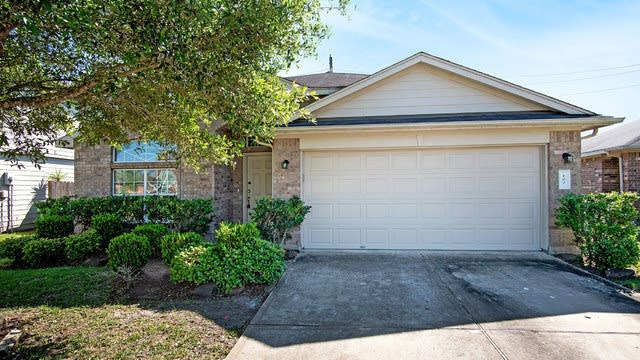Photo 1 of 14 - 127 Rodeo Dr, Manvel, TX 77578