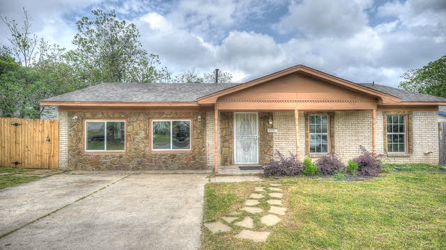 Photo 1 of 24 - 4205 Brambleton Pl, Forest Hill, TX 76119