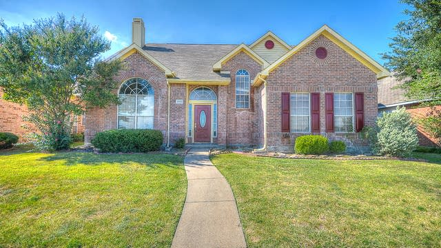 Photo 1 of 42 - 2506 Crosslands Dr, Garland, TX 75040