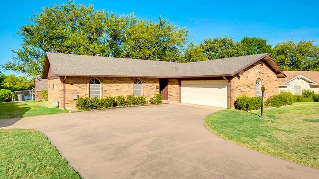 Photo 1 of 24 - 2916 Portales Dr, Fort Worth, TX 76116