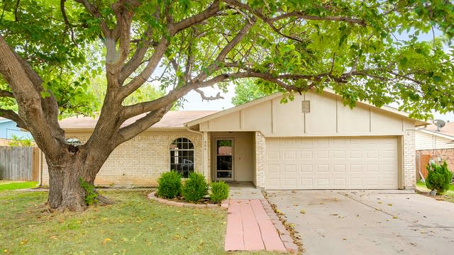 Photo 1 of 25 - 609 Rockledge Dr, Saginaw, TX 76179