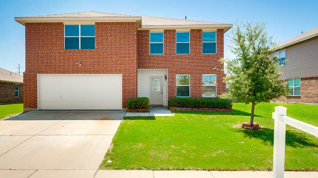 Photo 1 of 26 - 1712 Santa Fe Trl, Krum, TX 76249