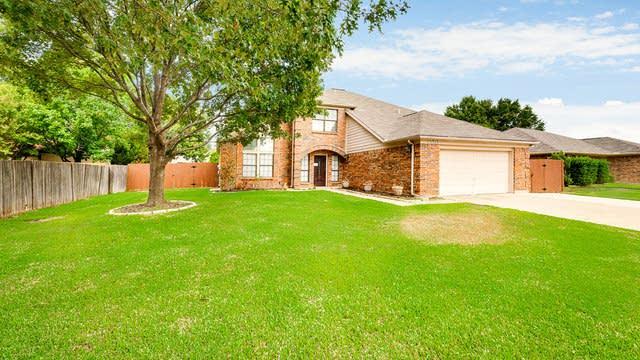 Photo 1 of 30 - 1503 Stratford Dr, Mansfield, TX 76063