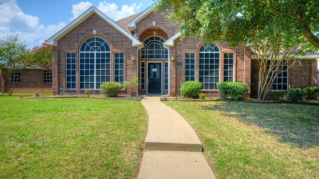 Photo 1 of 28 - 2060 Birchwood Ct, Lewisville, TX 75067