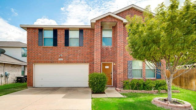 Photo 1 of 26 - 5421 Driftway Dr, Fort Worth, TX 76135