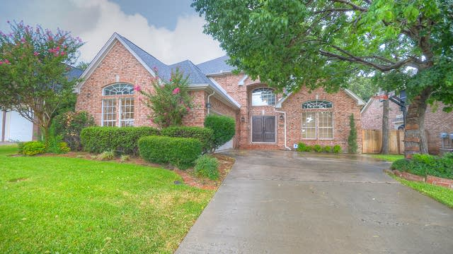 Photo 1 of 31 - 2570 Woodside Dr, Lewisville, TX 75077