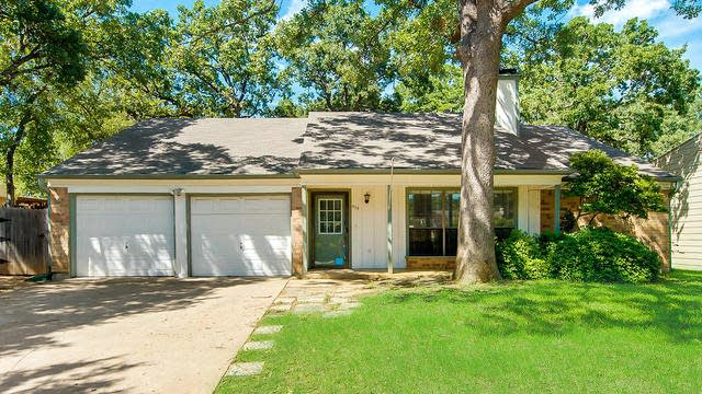 Photo 1 of 25 - 419 Thorn Wood Dr, Euless, TX 76039