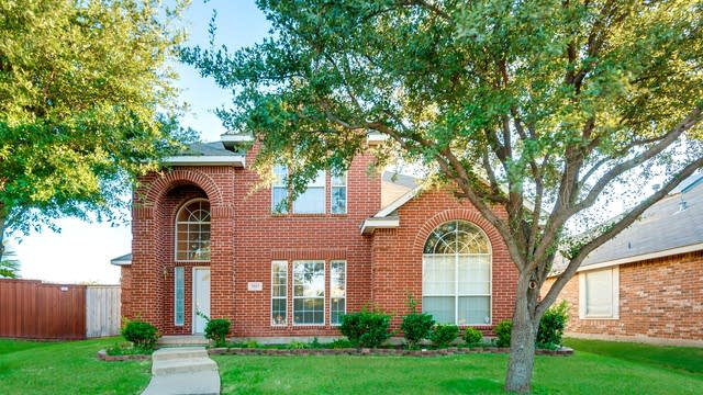 Photo 1 of 27 - 3927 Willow Bend Dr, The Colony, TX 75056
