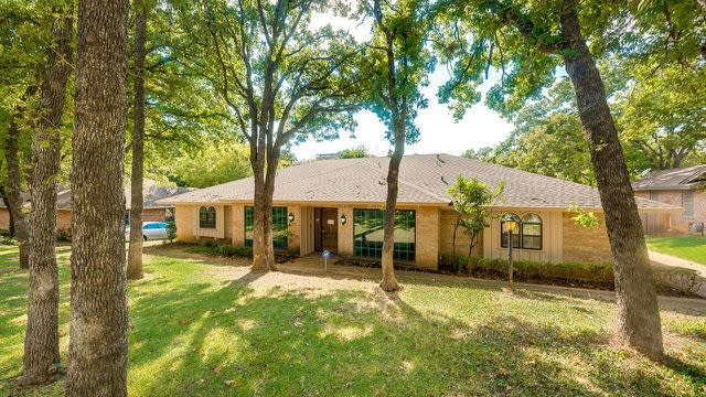 Photo 1 of 37 - 904 Chestnut Dr, Arlington, TX 76012