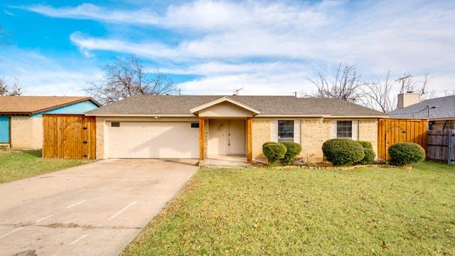 Photo 1 of 29 - 7404 Cheryl Ct, Watauga, TX 76148