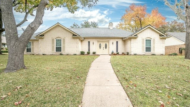 Photo 1 of 27 - 610 Green Hills Rd, Duncanville, TX 75137