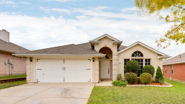Photo 1 of 27 - 4861 Eagle Trace Dr, Fort Worth, TX 76244