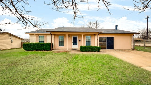 Photo 1 of 29 - 500 Kemper Ave, Crowley, TX 76036