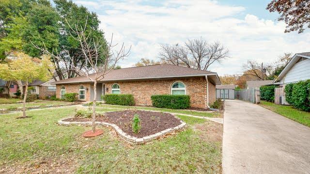 Photo 1 of 27 - 2218 Ravenwood Dr, Grand Prairie, TX 75050