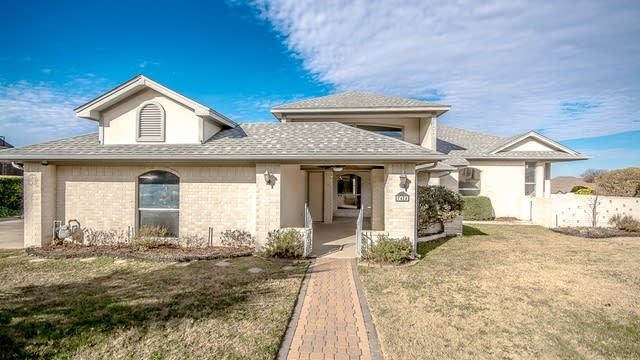 Photo 1 of 32 - 7424 Eagle Ridge Cir, Fort Worth, TX 76179