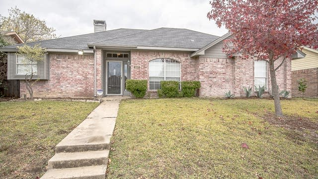 Photo 1 of 28 - 1517 Wesley Dr, Mesquite, TX 75149