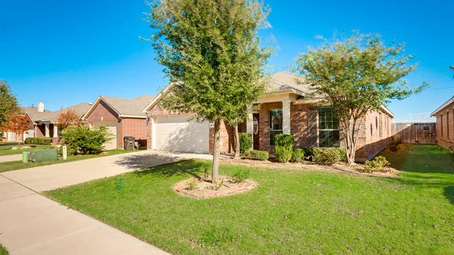 Photo 1 of 27 - 8508 Minturn Dr, Fort Worth, TX 76131