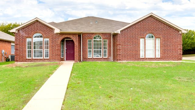Photo 1 of 26 - 1811 Estates Dr, Mansfield, TX 76063
