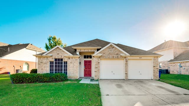 Photo 1 of 22 - 4429 Spanish Oak Cir, Corinth, TX 76208