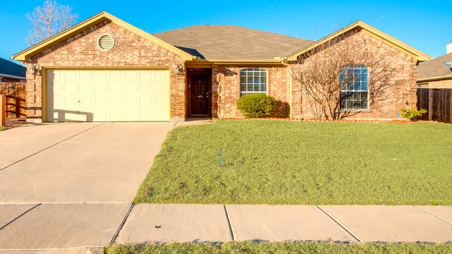 Photo 1 of 23 - 5229 Archer Dr, Fort Worth, TX 76244