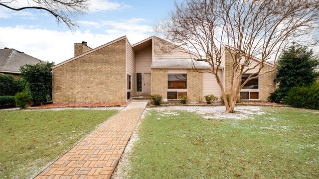 Photo 1 of 27 - 1325 Watersedge Dr, Plano, TX 75093