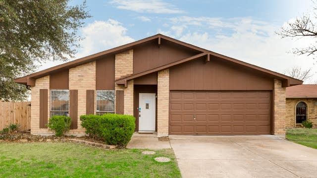 Photo 1 of 27 - 4100 Shagbark St, Fort Worth, TX 76137