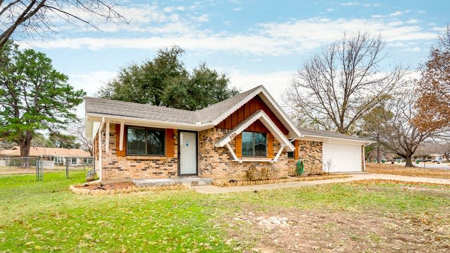 Photo 1 of 27 - 701 Oakwood Ave, Hurst, TX 76053
