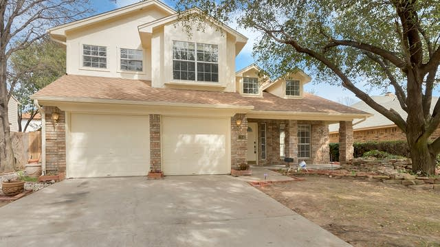 Photo 1 of 25 - 2842 Perrine Pl, Grand Prairie, TX 75052