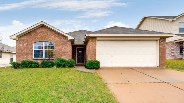 Photo 1 of 27 - 404 Heritage Dr, Crowley, TX 76036