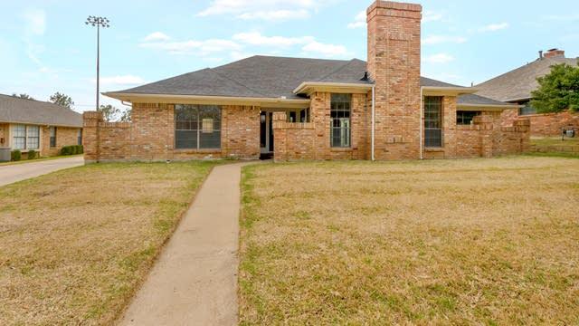 Photo 1 of 30 - 3704 Ivywild Ct, Arlington, TX 76016