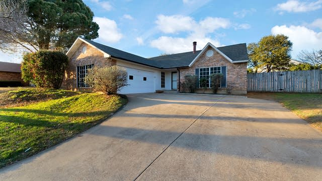 Photo 1 of 26 - 3917 Mulberry Ln, Bedford, TX 76021