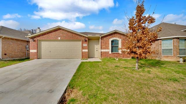 Photo 1 of 26 - 5720 Fathom Dr, Fort Worth, TX 76135