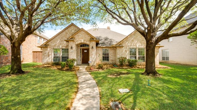 Photo 1 of 25 - 1347 Edmonton Dr, Lewisville, TX 75077