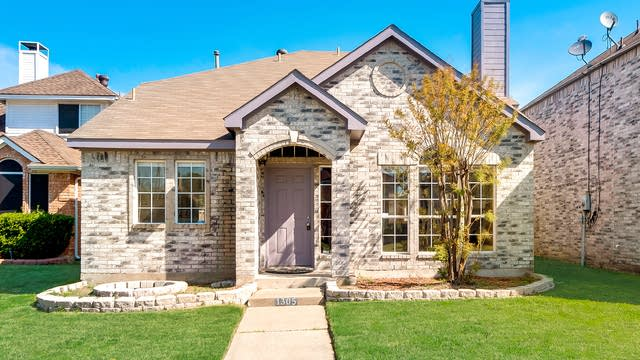 Photo 1 of 27 - 1305 Copper Meadow Dr, Mesquite, TX 75149